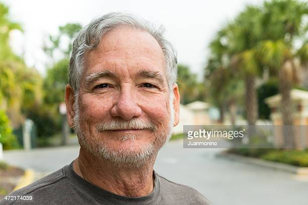 smiling senior man (real people) - 60 64 years stock pictures, royalty-free photos & images