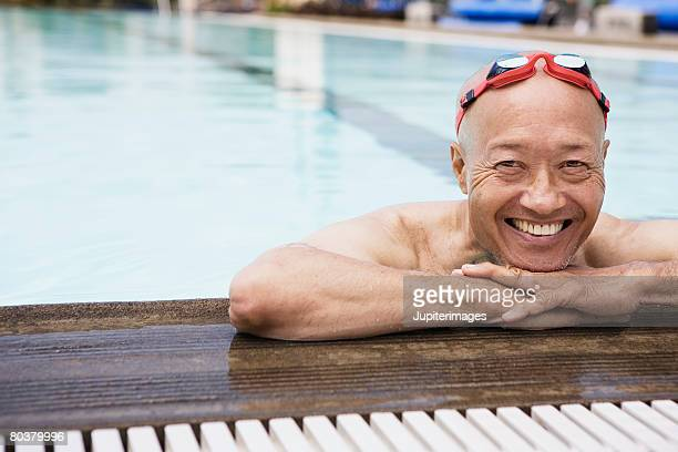 smiling senior man swimmer wearing goggles - active seniors stock pictures, royalty-free photos & images