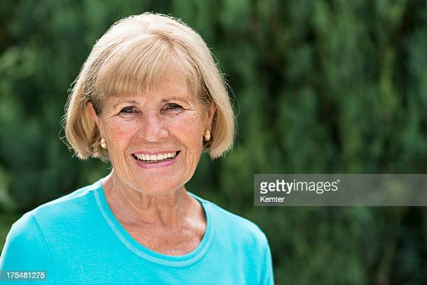 Sonriente mujer senior