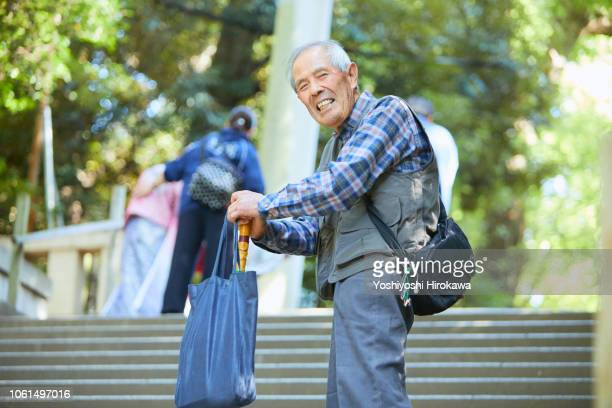smiling seniors standing in outdoor stair - 杖 ストックフォトと画像