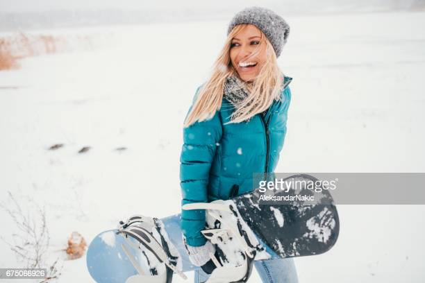smiling snowboarder - winter sport stock pictures, royalty-free photos & images