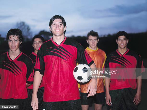 smiling soccer team - equipo de fútbol fotografías e imágenes de stock
