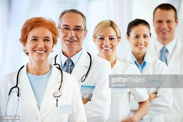 Sorrir bem sucedida Equipe de médicos