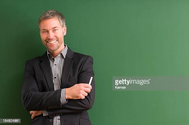 笑顔の先生で、黒板