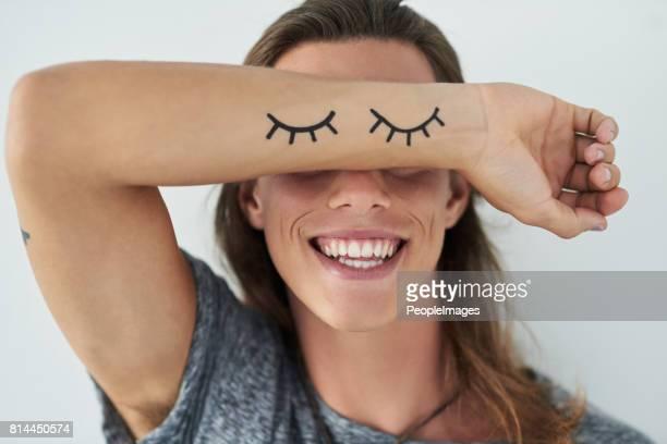 para combinar com os olhos a sorrir - braço humano - fotografias e filmes do acervo