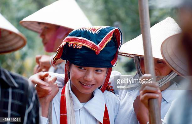 smiling vietnamese working girl - son la stock pictures, royalty-free photos & images