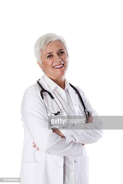 Sonriente médico de pelo blanco antiguo