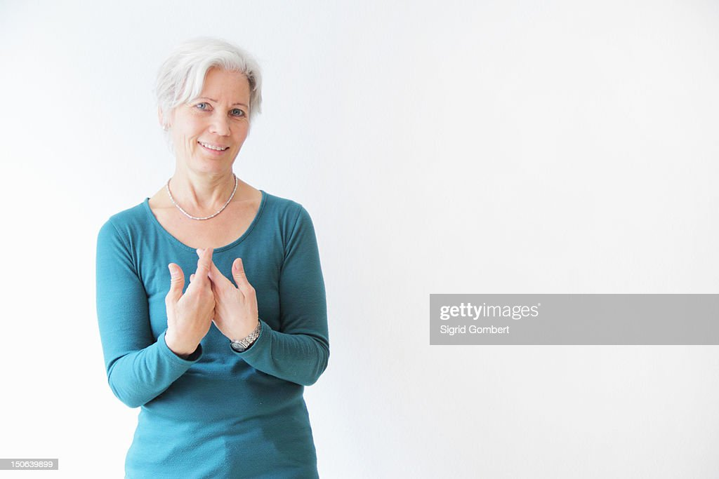 Smiling woman gesturing with hands : ストックフォト