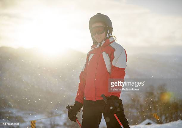 smiling woman on ski - alpine skiing stock pictures, royalty-free photos & images