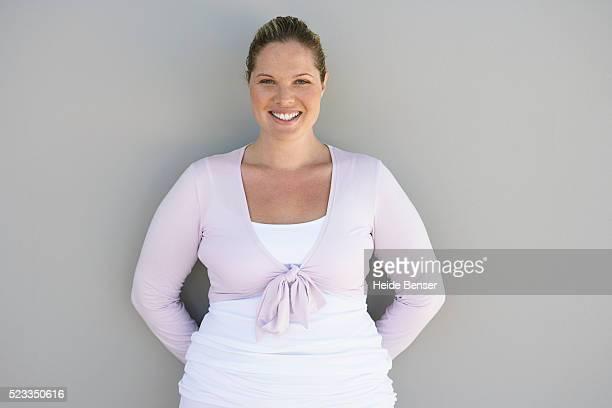 smiling woman - frauen über 30 stock-fotos und bilder