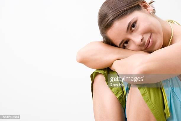 smiling woman - ドロストパンツ ストックフォトと画像