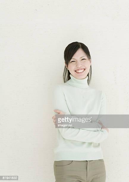 smiling woman - タートルネック ストックフォトと画像