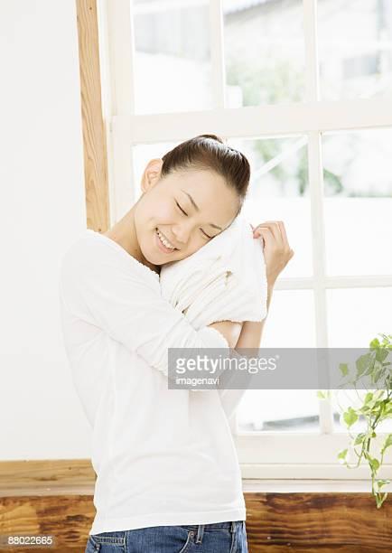 a smiling woman - ふわふわ ストックフォトと画像