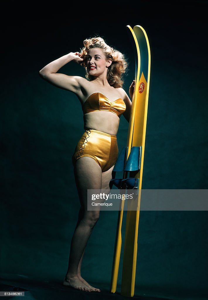 1950's Pinup With Waterskiis : News Photo