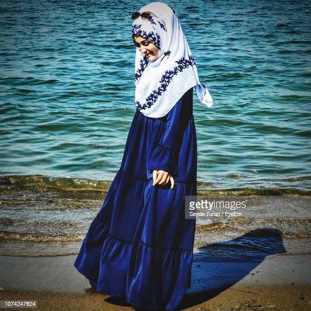 1 499 Muslim Woman Beach Photos And Premium High Res Pictures Getty Images