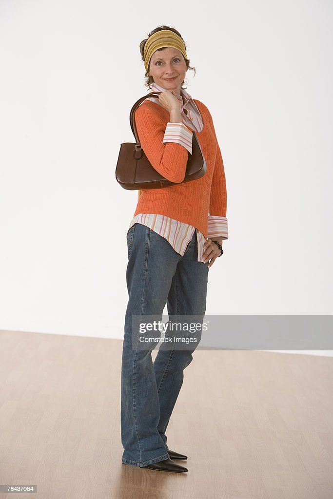 Smiling woman with purse : Stockfoto