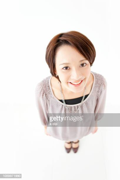 笑顔の女性 - 中年の女性一人 ストックフォトと画像