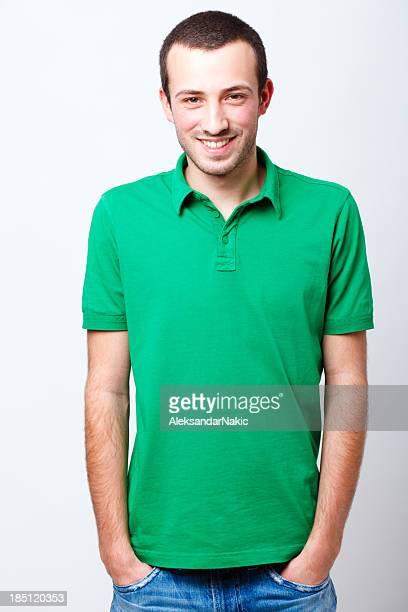 souriant jeune homme portrait - polo t shirt photos et images de collection