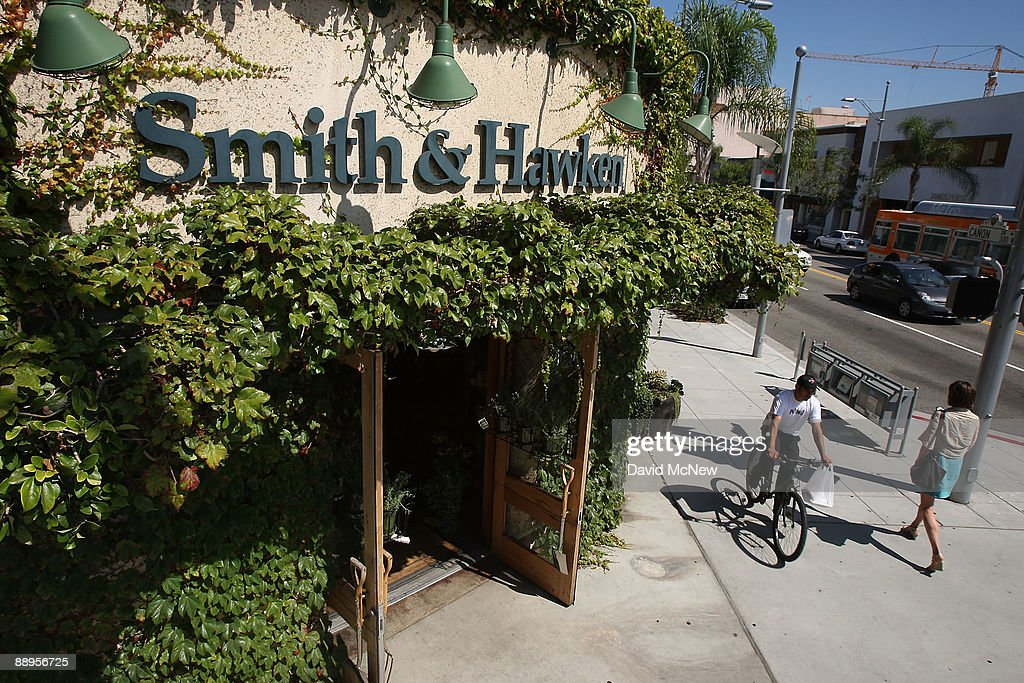 A Smith U0026 Hawken Garden Store Holds Its Final Sale After Parent Company  Scotts Miracle
