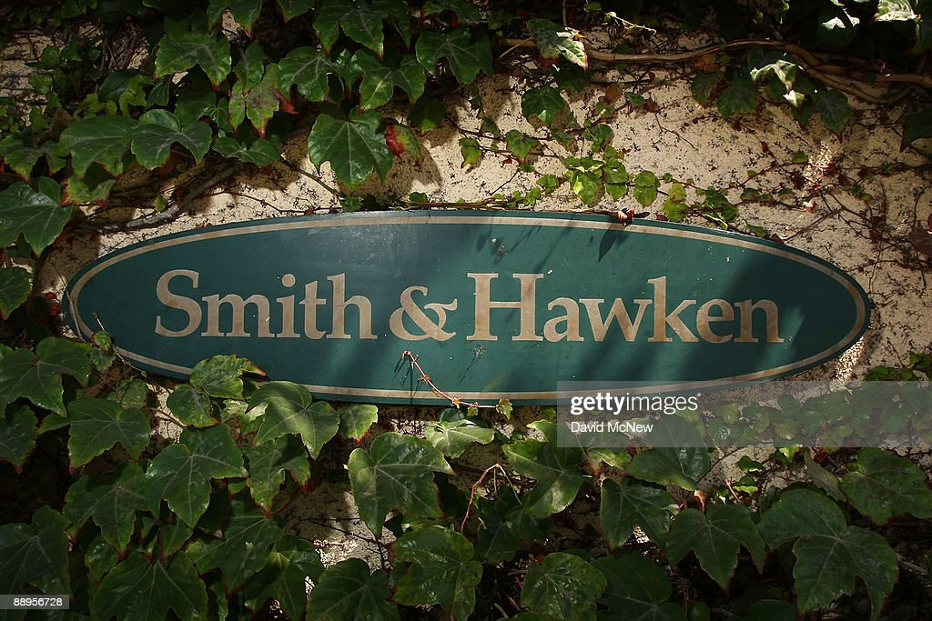 A Smith U0026 Hawken Garden Store Holds Its Final Sale, After Parent Company  Scotts Miracle