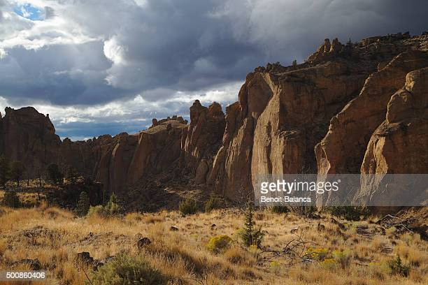 smith rock - smith rock state park stock pictures, royalty-free photos & images