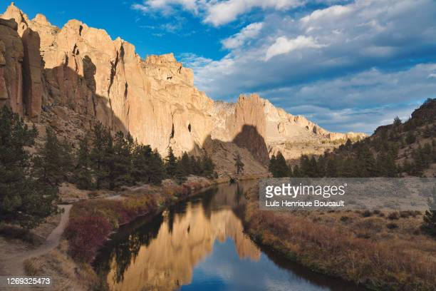 smith rock river and sunset - smith rock state park stock pictures, royalty-free photos & images