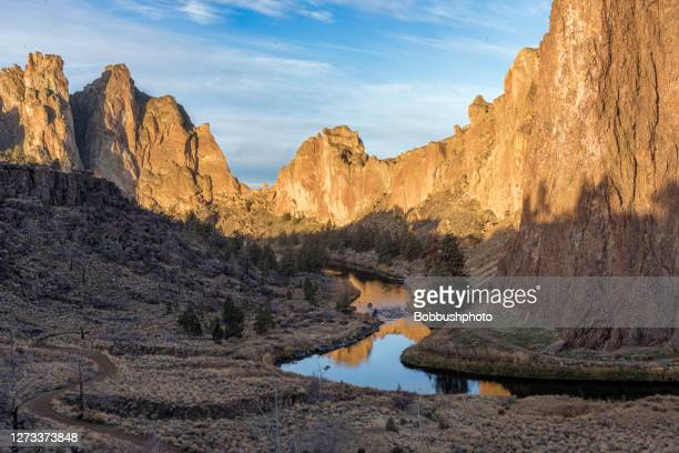 smith rock state park, oregon - smith rock state park stock pictures, royalty-free photos & images