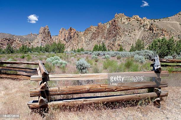 smith rock state park - smith rock state park stock pictures, royalty-free photos & images