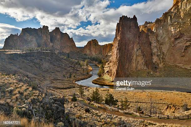 smith rocks state park overview, or - smith rock state park stock pictures, royalty-free photos & images