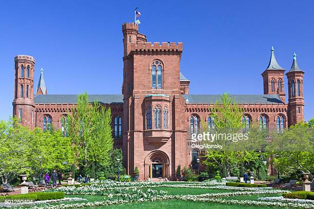 Smithsonian Castle am Morgen, den Smithsonian Museums, Washington, DC, entfernt.