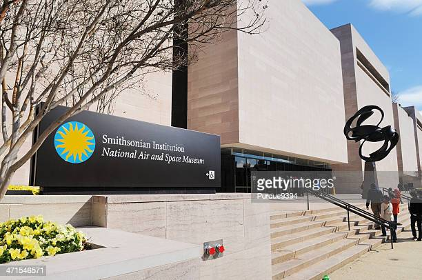 smithsonian institution national air and space museum entrance - smithsonian institution stock pictures, royalty-free photos & images