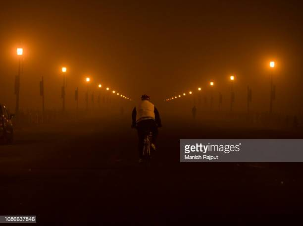 smoggy city delhi india - delhi stock pictures, royalty-free photos & images
