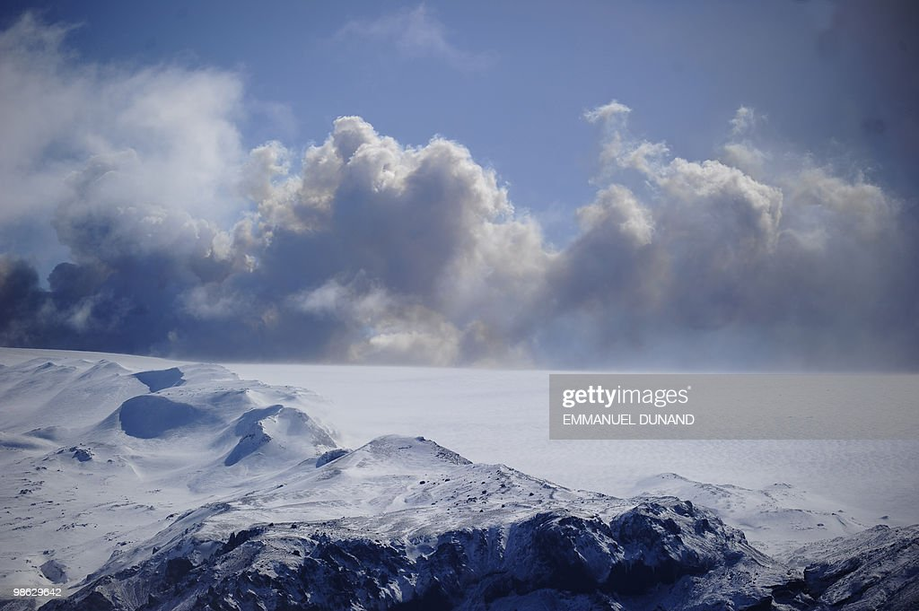 Smoke and ash billow from the Eyjafjallajokull volcano seen from Porolfsell on April 21, 2010. Europe's airspace reopened for business as Iceland's volcano lost its fury Wednesday, leaving passengers scrambling to get home and recriminations flying over the 1.7 billion dollar cost of the crisis. AFP PHOTO/Emmanuel Dunand