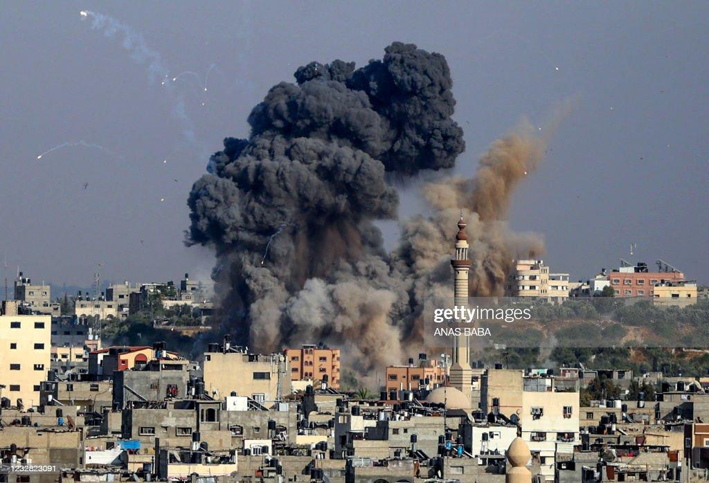 TOPSHOT-PALESTINIAN-ISRAEL-CONFLICT-GAZA : News Photo