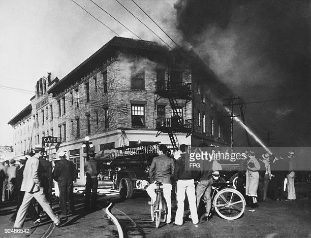 Smoke engulfs the Hotel Congress in Tucson Arizona 22nd January 1934 Two firemen recognised members of American bank robber John Dillinger's gang as...
