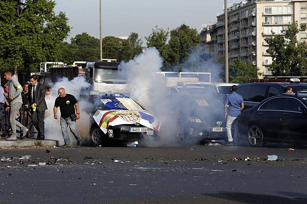 Rises As Demonstrators Light Firecrackers At Porte Maillot In Paris - Taxi porte maillot