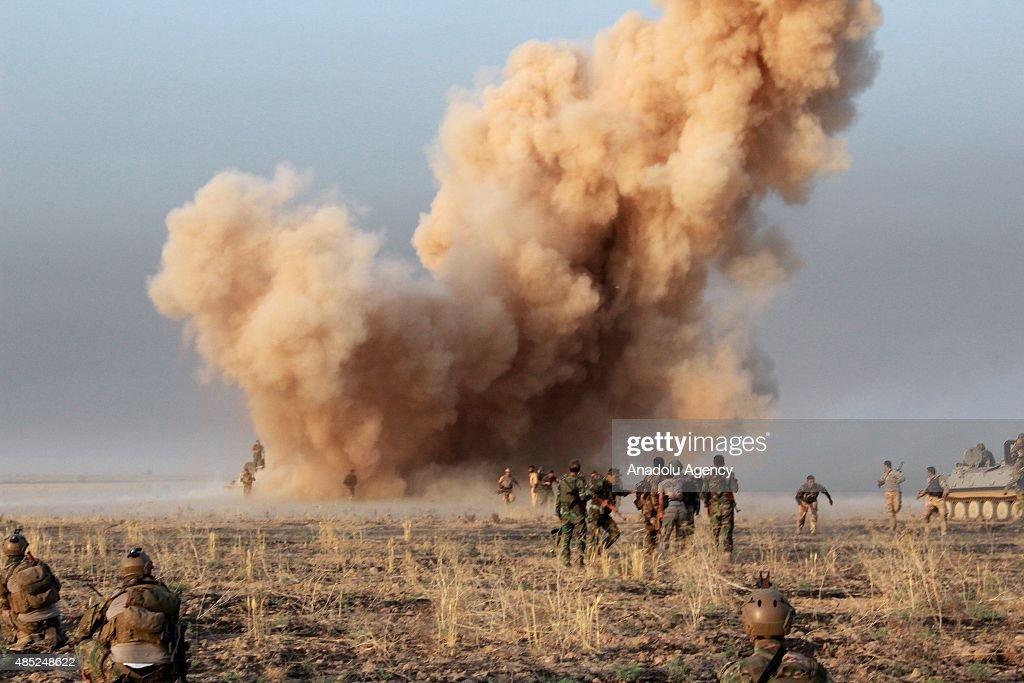 Clashes between peshmerga forces and Daesh in Kirkuk : News Photo
