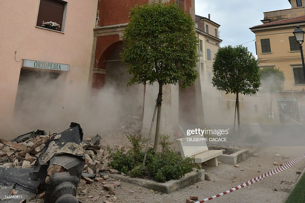 Smoke rises from a building in San Felic : ニュース写真