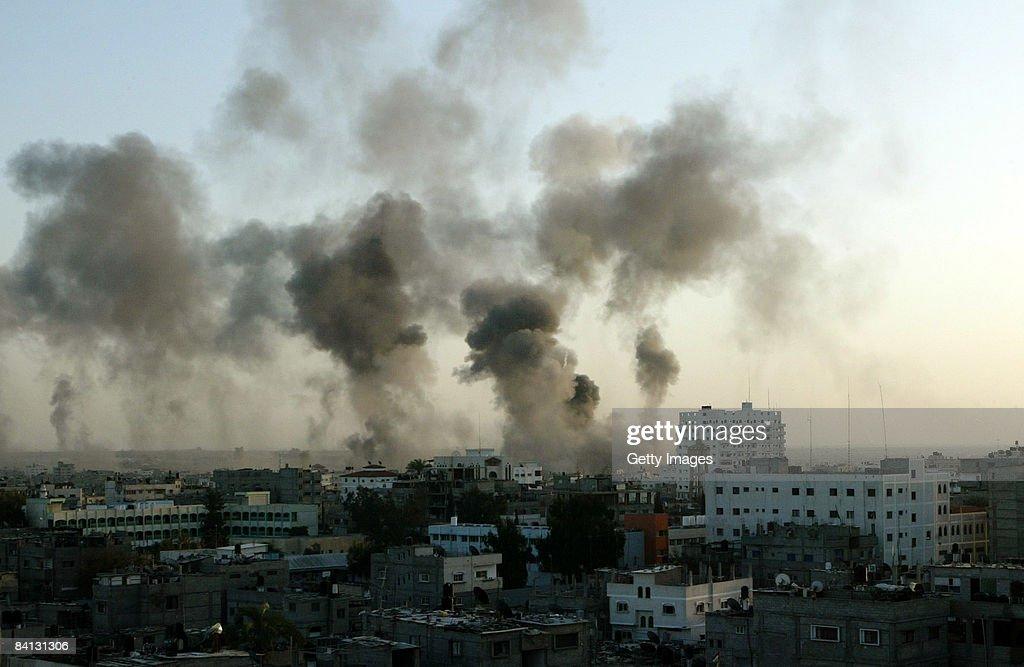 Israel Continue Air Strikes In Gaza : Fotografía de noticias