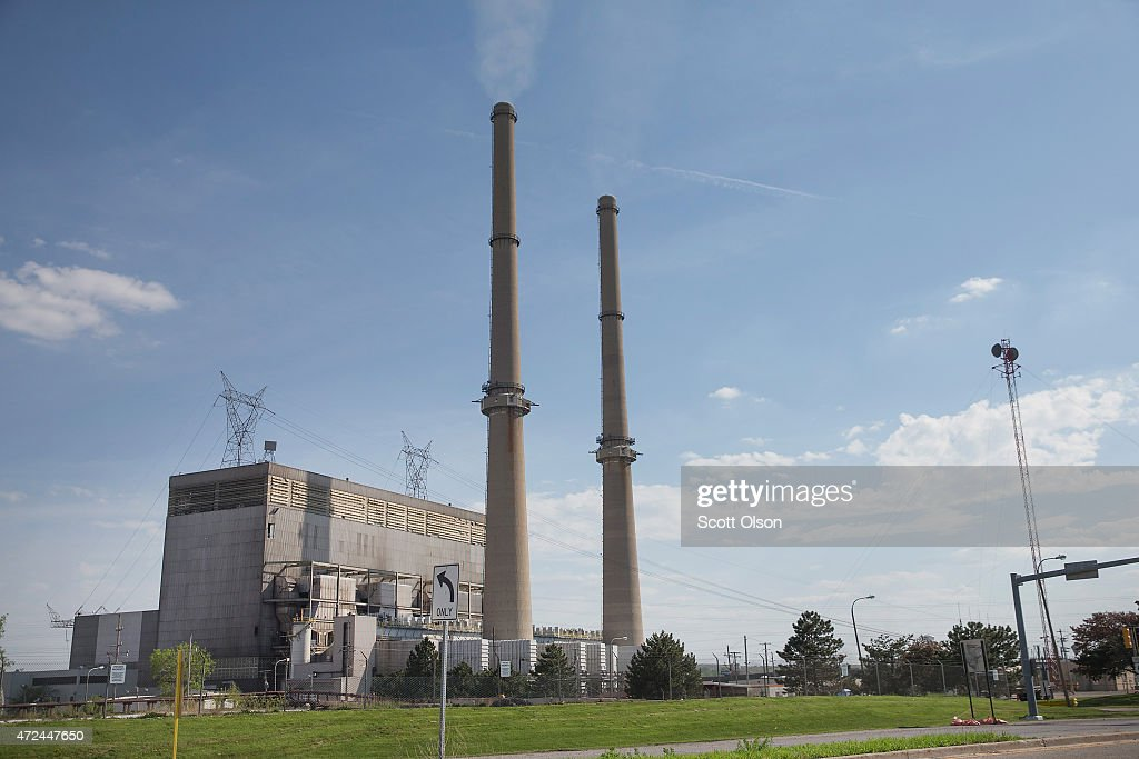 Smoke rises from the chimney at NRG Energy's Joliet Station power plant on May 7, 2015 in Joliet, Illinois. According to scientists, global carbon dioxide (CO2) concentrations have reached a new monthly record of 400 parts per million, levels that haven't been seen for about two million years. The Environmental Protection Agency (EPA) reports the combustion of fossil fuels to generate electricity is the largest single source of CO2 emissions in the United States, followed by the burning of fossil fuels for transportation.