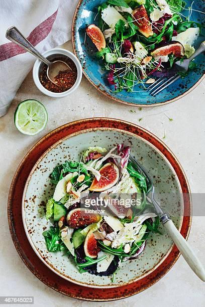 Salat mit geräuchertem Hühnchen und Feige