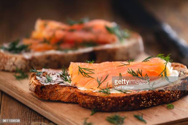 smoked salmon sandwich appetizer with toasted bread - smoked food fotografías e imágenes de stock