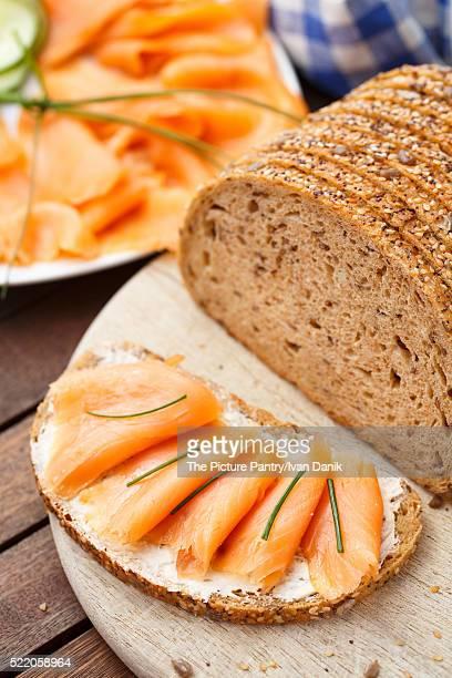 smoked salmon sandwich - cultura norvegese foto e immagini stock