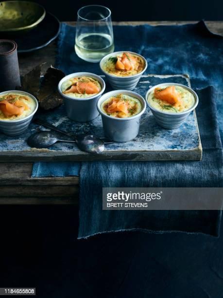 smoked salmon souffle - salmone affumicato foto e immagini stock
