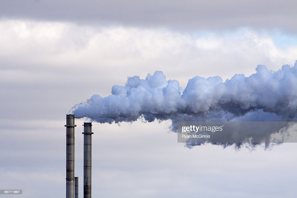 Smokestack Blue Smoke : Foto de stock