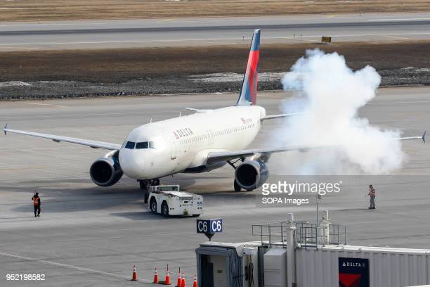 L AIRPORT MINNEAPOLIS MINNESOTA UNITED STATES A smokey coldstart for this Delta Airlines Airbus A320