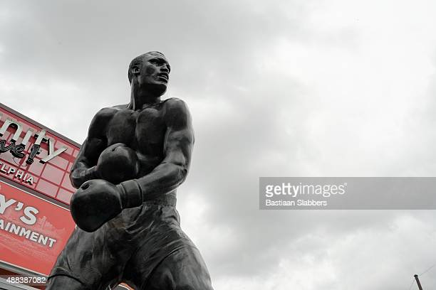 smokin' joe frazier statue unveiled in philadelphia, pa - joe frazier boxer stock pictures, royalty-free photos & images