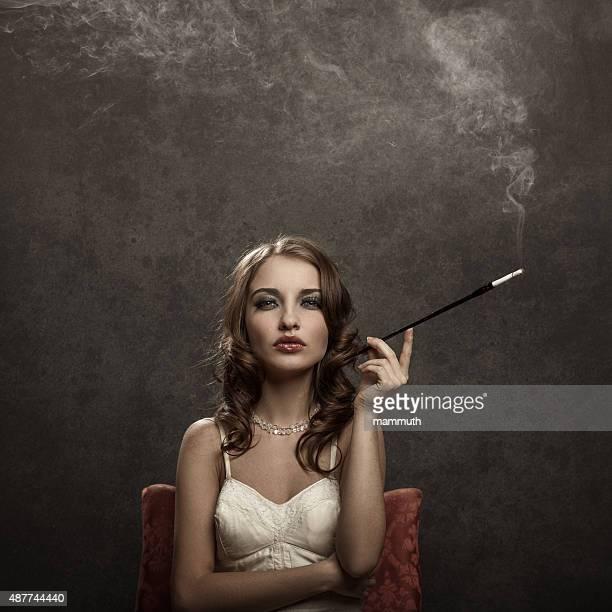 Rauchen Junge Frau-vintage-Stil