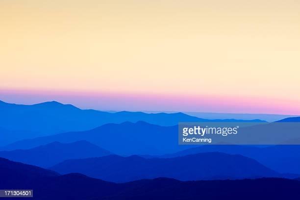 smoky mountains ao pôr-do-sol - colorido pastel - fotografias e filmes do acervo