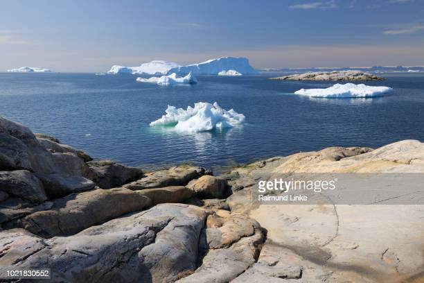 smooth sanded rocks and icebergs at ilulissat icefjord, ilulissat, icefjord, disko bay, qaasuitsup, greenland, polar regions, arctic - ilulissat stock-fotos und bilder
